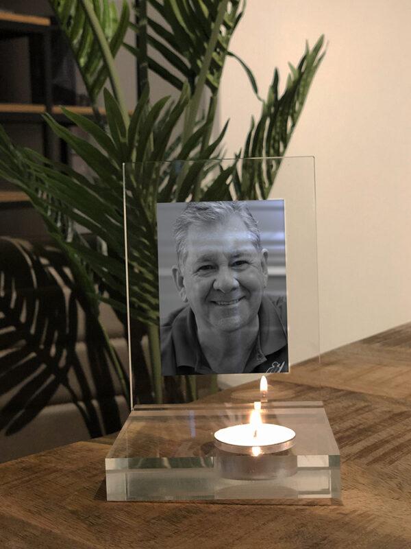 Waxinelichthouder van plexiglas met fotoplaat